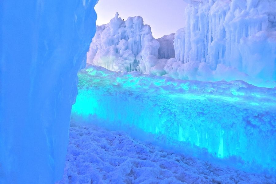Ice Castles at Midway Utah as Winter destination